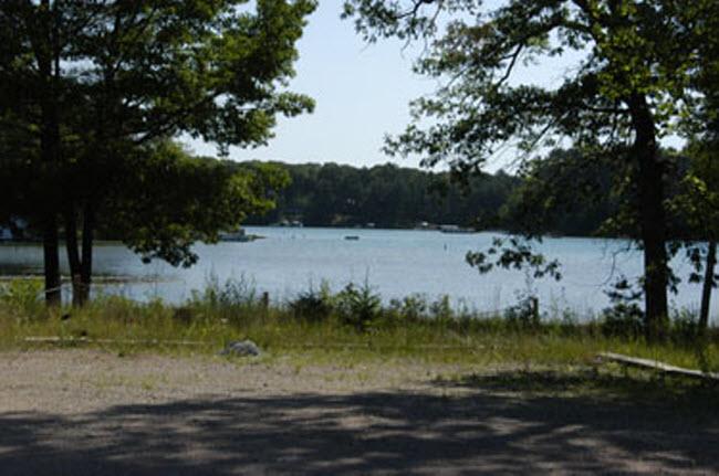 2009 new View of round lake 2 650